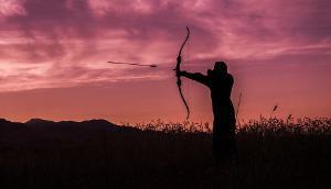 Bild Bogenschießen bei Sonnenuntergang