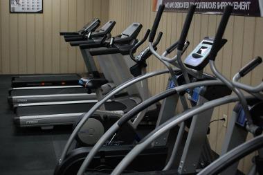 Bild Verschiedene Fitnessgeräte