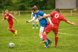 Zweikampf beim Fußball