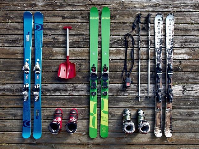 Bild Skier und Skischuhe