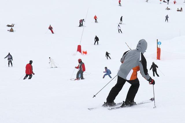 Bild Gruppe von Skifahrern auf Piste
