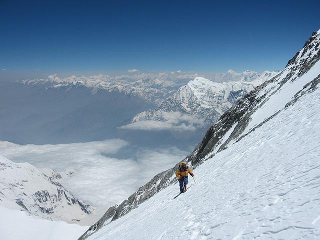 Bild Skifahrer auf steiler Piste