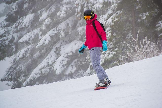 Bild Snowboardfahrer auf Piste