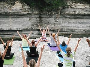 Bild Yoga in der Gruppe im Freien