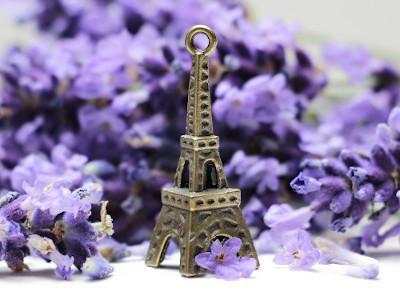 Eiffelturmanhänger mit Blumen