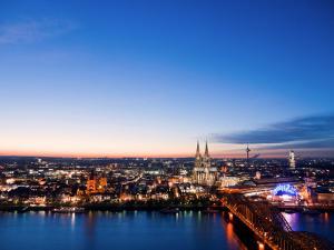 Bild Stadt Köln bei Nacht