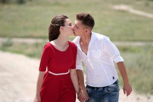 Bild Ein sich küssendes Pärchen
