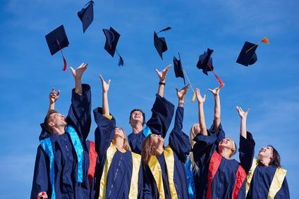 Bild Studenten feiern Abschluss