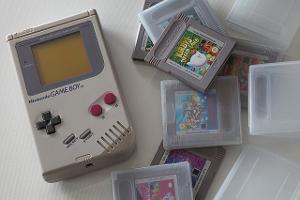 Bild Nintendo Game Boy mit einer Variation an Spielen