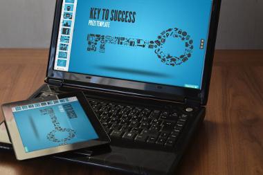 Bild Laptop und Tablet mit Prezi