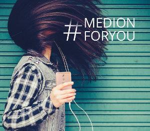 Grafik Werbeslogan MEDION for you mit Frau die Musik hört
