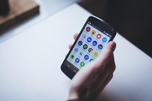 Bild Smartphone in der Hand
