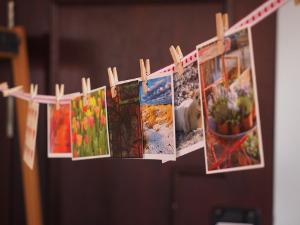 Bild Postkarten an Wäscheleine