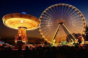 Bild Freizeitpark bei Nacht