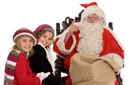 Weihnachtsmann mit zwei Kindern