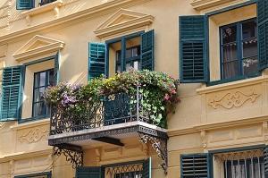 Bild bepflanzter Balkon an Haus