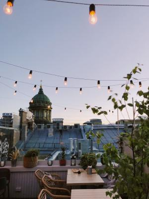 Balkon gestalten mit Lichtern