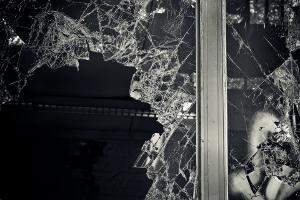 Bild kaputtes Fenster