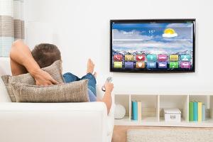 Fernseher an Wand