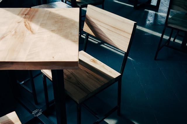 Bild Stuhl und Tisch